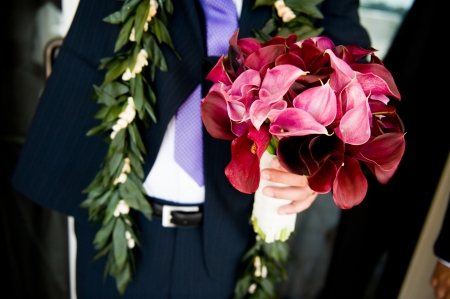 Sharon's bouquet was simple and chic- just black and pink callas.
